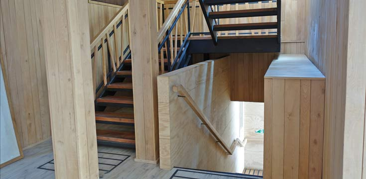 Escalera secundaria Nivel 4  Centro Cultural Castro